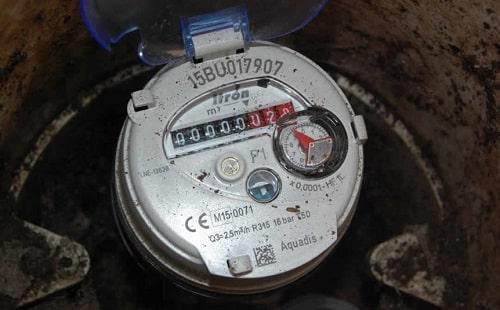 Đồng hồ nước có quay ngược không? Tại sao?