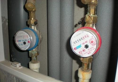 Đồng hồ đo lưu lượng nước lắt trong đường ống thẳng đứng