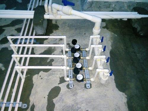 Đồng hồ nước lắp đặt tại vị trí thấp để nước luôn ngập đường ống khi chảy qua đồng hồ nước